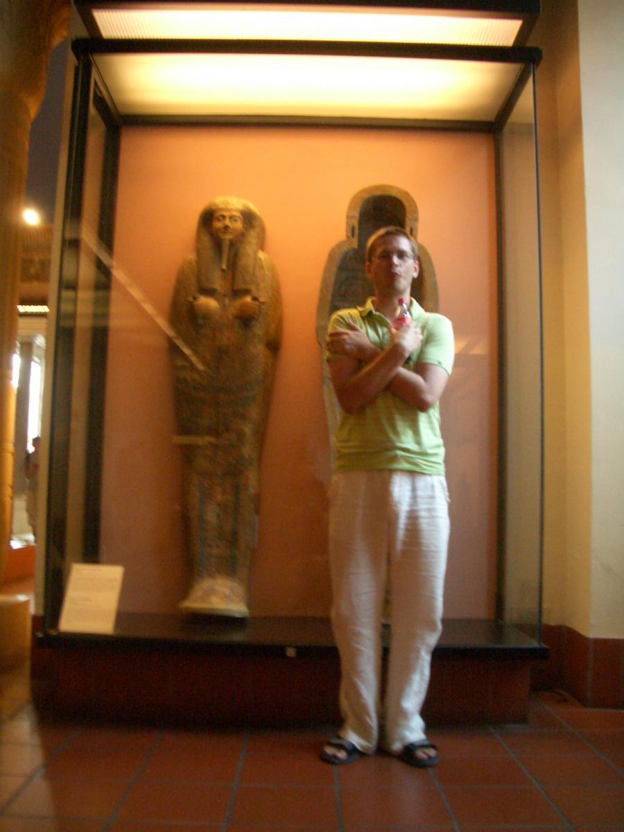 Vaticano - Musei Vaticani (veery strange 21st century mummy with coke :-)