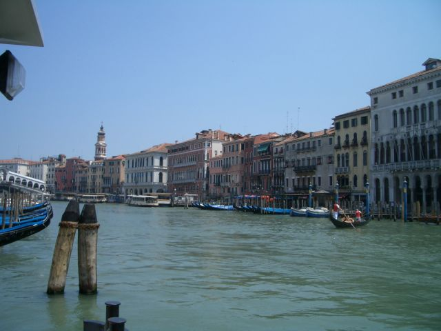 Venezia - getting closer to Ponte di Rialto