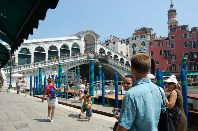 Venezia - Ponte di Rialto a bit crowded as usually