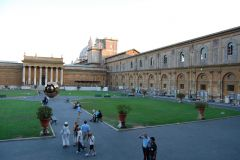 Vaticano - Musei Vaticani (gardens inside in the late afternoon are the perfect getaway from the burning sun)