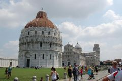 Pisa - Piazza del Duomo / Piazza dei Miracoli (white marble on nice green grass - just pure relax, if only there were less people :-)