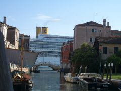 Venezia - no ship is too big for Canal Grande :-)