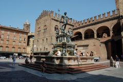 Bologna - Fontana del Nettuno (great place for some rest and fresh water on face)